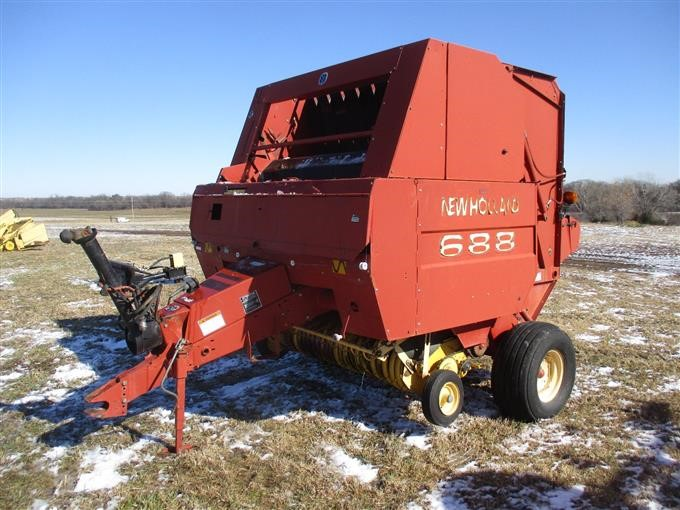 2002 New Holland 688 Round Baler W/Twine And Net Wrap
