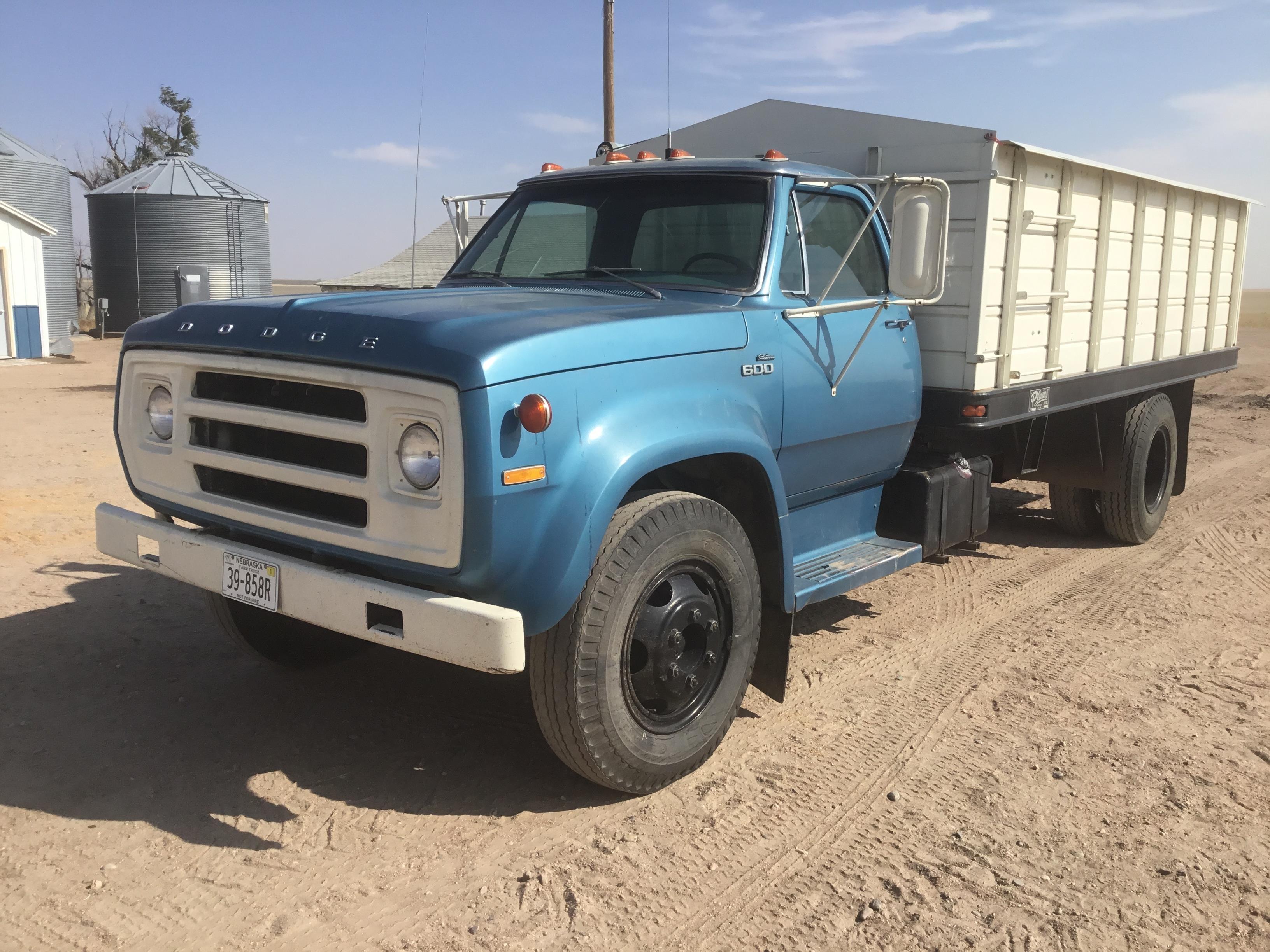 dodge d600 grain truck 2 Dodge D2 Custom S/A Grain Truck BigIron Auctions