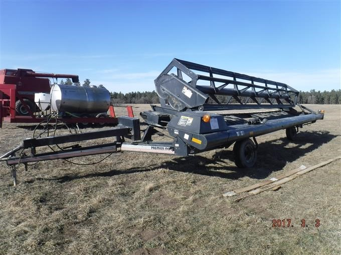 1995 MacDon Industries LTD Premier 1900 Pull Type Swather