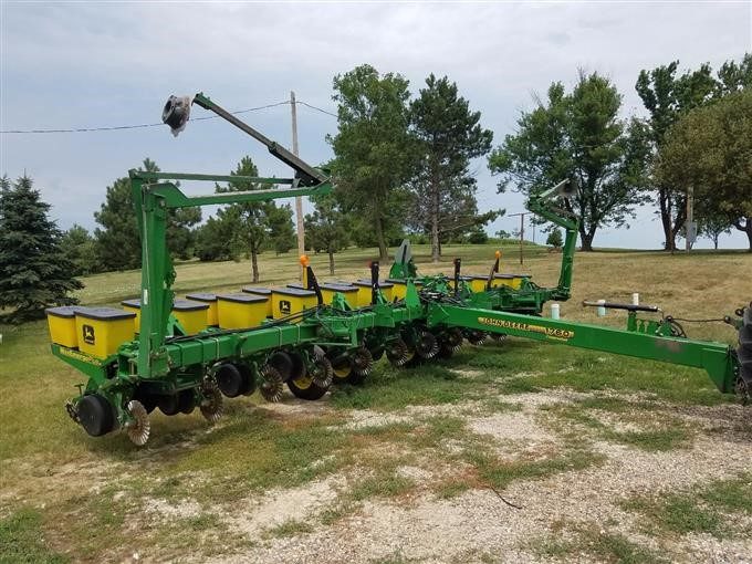 John Deere 1760 Planter Bigiron Auctions