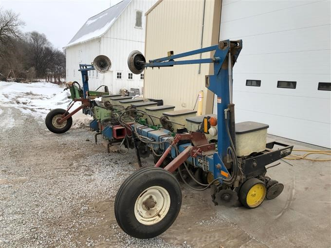 Kinze Pull Behind 8r30 Planter Bigiron Auctions