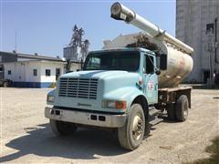 1992 International 4700 S/A Bulk Feed Truck