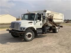 2006 International 7400 S/A Feed Truck
