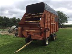 New Holland 8 Silage Wagon