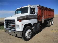 1985 International 2300 T/A Grain Truck