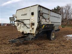 Knight 3050 Mixing Feed Wagon