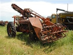 International Farmall M 2WD Tractor W/Butler Oswalt Ensiloader