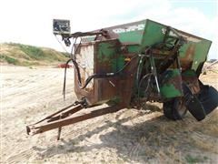 Henke Kwik Mixer 300 Feeder Wagon