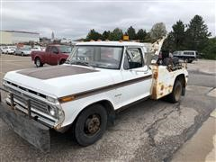1973 Ford 3744 Tow Truck