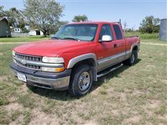 2000 Chevrolet K2500 4x4 Extended Cab Pickup