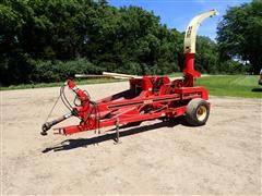 Gehl CB1060 Pull Type Forage Harvester W/TR330 Corn Head