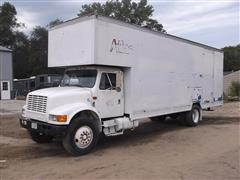 1990 International 4900 Enclosed Box Truck