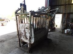 Powder River Hydraulic Squeeze Chute