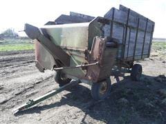 John Deere 112 Chuckwagon Feeder Wagon