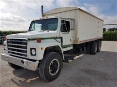 1979 International 1954 T/A Grain Truck