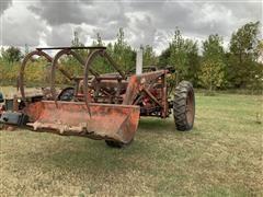 1954 International Farmall Super H 2WD Tractor (INOPERABLE)