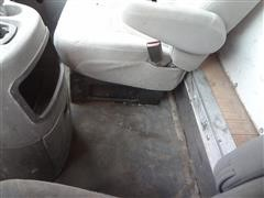 items/0cc475d7f61be41180be00155de252ff/2005fordf-350superdutycubevantruck