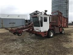 Freeman 5400 Self-Propelled Lg Sq Bale Hay Stacking Truck