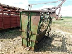 Powder River Manual Squeeze Chute & Palpation Cage