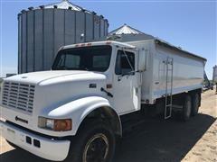 1995 International 4900 T/A Grain Truck