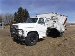 1981 Ford 700 S/A Feeder Mixer Truck
