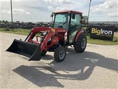 Mahindra 1538 HST 4WD Compact Utility Tractor W/Loader