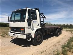 1986 Ford Cargo 7000 Flatbed/Winch Truck