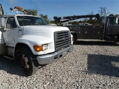 1996 Ford F-800 Cab & Chassis
