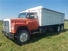 1976 International Loadstar T/A Grain Truck