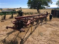 International 560 6 Bottom Plow