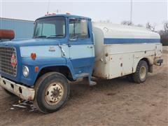 1981 Ford F-800 Fuel Truck