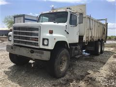 1987 International F-2575 Manure Spreader Truck W/Harsh Box