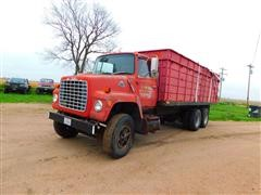 1982 Ford LN800 T/A Grain/Silage Truck