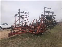 International 4500 28' Field Cultivator