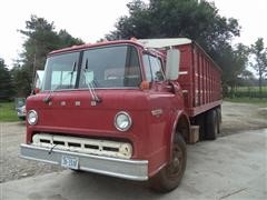 1982 Ford C700 Grain Truck