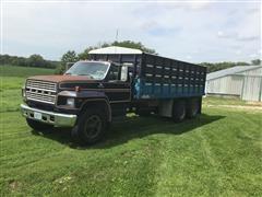 1980 Ford F700 T/A Grain Truck