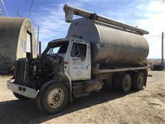1993 International 4900 T/A Bulk Feed Truck
