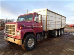 1984 International S2200 Tri/A Grain Truck