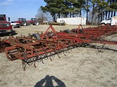 Case IH 568 Do-All Cultivator
