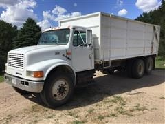 1999 International 4900 T/A Grain Truck