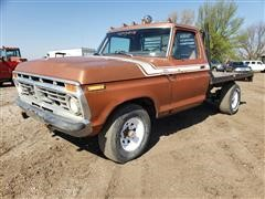 1975 Ford 4x4 Flatbed Pickup