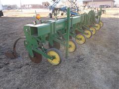 John Deere 886 3 Pt Row Crop 6 Row Cultivator