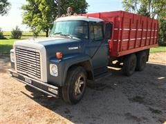 1973 International Loadstar 1600 T/A Grain Truck
