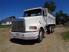 1989 White/GMC AERO WAC Tri/A Grain Truck