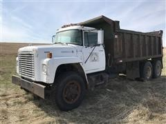 1975 International Loadstar F1850 T/A Dump Truck