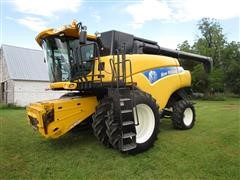 2007 New Holland CR9060 2WD Combine W/Duals