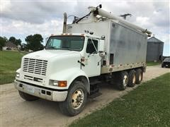 2001 International 8100 Tri/A Feed Truck