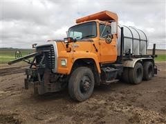 1990 Ford L8000 T/A De-Icing Truck W/Blade