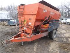 Oswalt 320 Mixer/Feeder Wagon