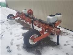 White 5700 Male Row Planter